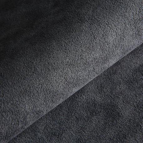 Materiale di avanguardia assoluta, estremamente versatile. Pelle composta dal 68% di poliestere e 32% di poliuretano, che rendono il prodotto duraturo e resistente alle macchie. Eccezionale morbidezza ed efficacia costante nel tempo. Elevata capacità assorbente ed elevato scorrimento. Anti alone su qualsiasi superficie.
